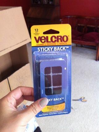 Velcro espaldas pegajosas pre cortadas de tienda de artesanía, lo consiguió por $ 3, probablemente podría've got it cheaper with a michaels coupon but didn't have one on me! :(