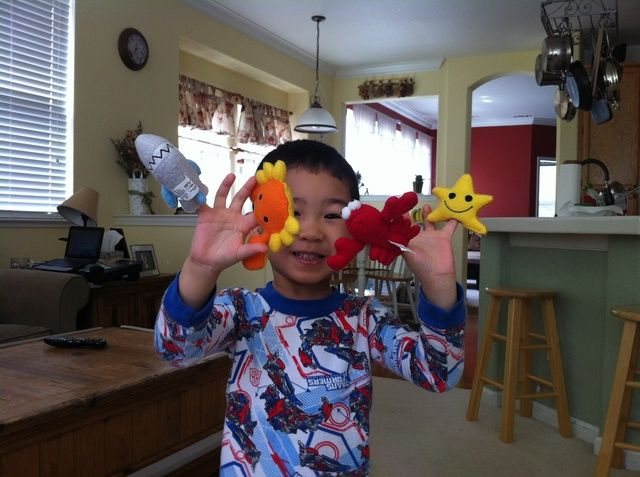 Nuestros títeres de dedo y el Puppet Master mismo !!