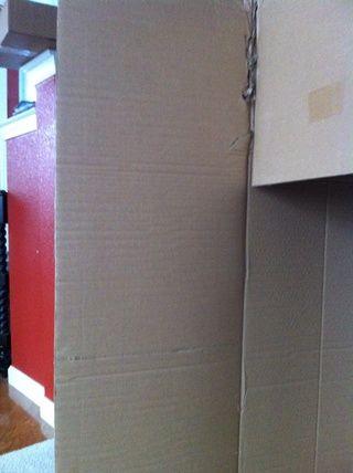 Puntuación del tablero a lo largo de la costilla de la caja para hacer una línea recta para cortar, hace que sea más fácil de cortar también!