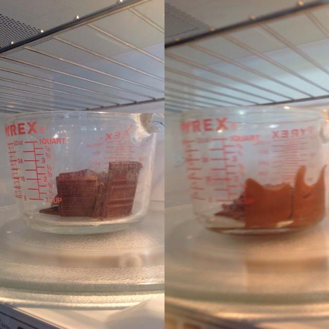 Derretir el chocolate durante 1 minuto en el microondas y revuelva hasta que los líquidos similares.