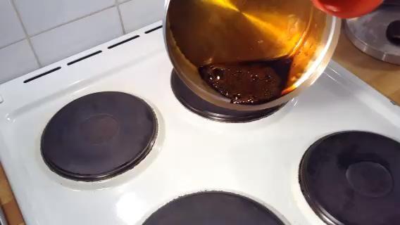Escudo toda la lata (fondo y los lados) con el caramelo
