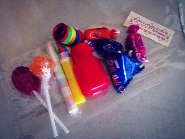Packs- paletas planas y redondas más baratos a granel (varios colores y sabor), prepacks caramelo sorbete, soplar los favores del partido (varios colores), mini burbujas favores del partido (varios colores) otros polos