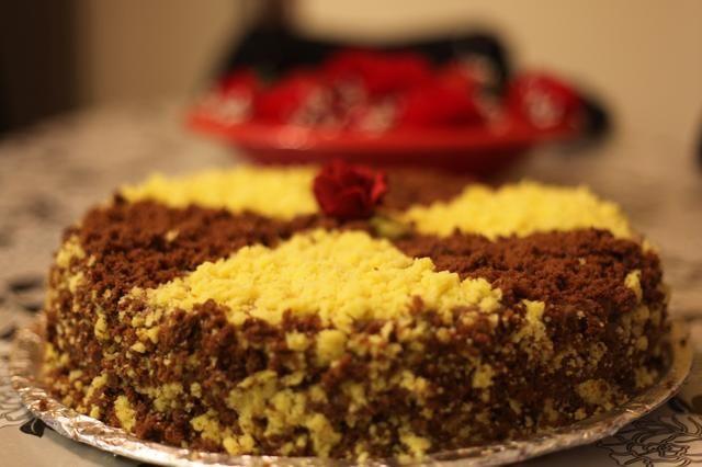 Kabooommmm !!! Su pastel es de adentro hacia afuera. Póngalo en la nevera durante unas horas y lo cortó. Usted quedará gratamente sorprendido con el resultado increíble.