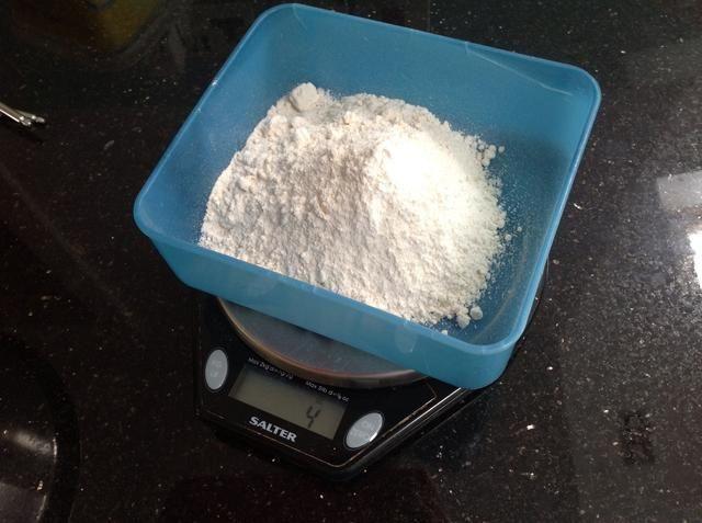 Me gusta sopesar mis ingredientes secos antes de pesar la mantequilla. Sólo una cosa que me gusta hacer .....