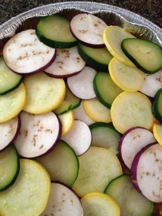 Me acodé las verduras de nuevo, la mía parecía esto, pero como he dicho que probablemente podría hacer un mejor trabajo. Aceite de llovizna en la parte superior a continuación, cubrir con papel de aluminio. Poner en el horno a 375 durante dos horas