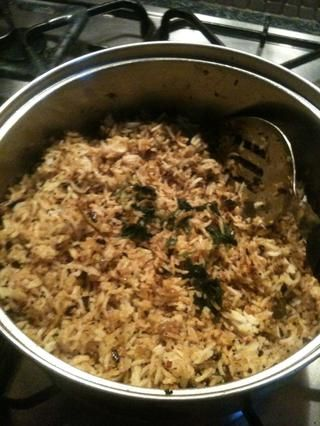 Ahora toma la sartén del fuego y añadir el arroz y la sal. Mezclar bien y adornar con cilantro picado !! ¡Disfrutar!