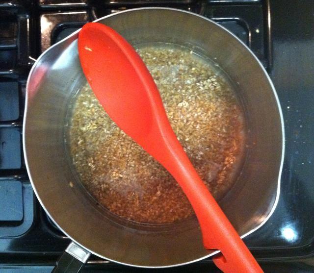 Mientras tanto, cocine el bulgur de acuerdo con las instrucciones del paquete.