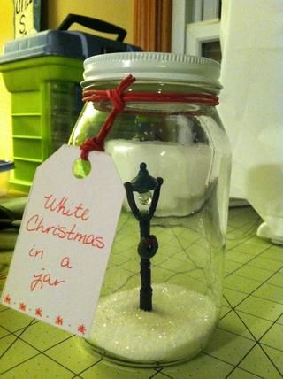 Atarla a su regalo con una cuerda o cinta.