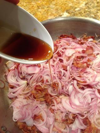 Empezar a añadir en el resto de los ingredientes. Miel de maple.
