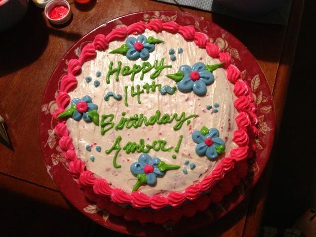 Este es el pastel decorado. Fue para mi cumpleaños de un amigo
