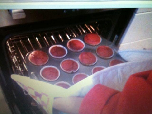 Después de 20 minutos toman las magdalenas del horno y dejar enfriar en el RAC refrigeración