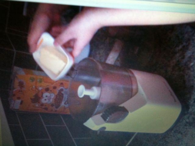 Coloque la 60 g de mantequilla en la batidora