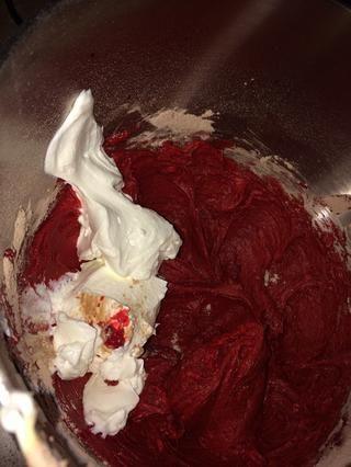 Poner en la crema agria