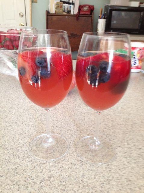 Cómo hacer rojo, blanco y azul de verano Sangría Receta