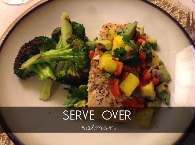 Me Sirva sobre el salmón, pollo e incluso carne! Incluso podrías mezclar en una ensalada.