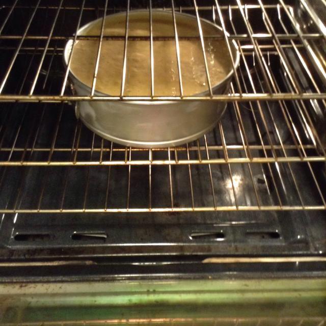 Póngalo en el horno a 180 C (350 F, el abeto le amuricans) durante 65-75 minutos.