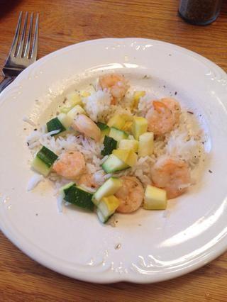 También puedes añadir algunas verduras frescas como el calabacín al vapor y calabaza amarilla para una comida más abundante! Servir y disfrutar!