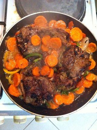 Se me olvidó añadir las zanahorias al vapor antes de añadir la carne hacer yo les agregué en este paso (puede añadirlos después de hervir o incluso en la primera etapa si les gusta un poco crujiente)