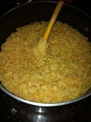 Luego de agregar las 6 tazas de cereal en la cacerola