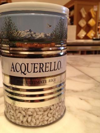 Comprar un buen arroz de calidad. Esto es Carnaroli Rice. También puede utilizar Arborio. Alta almidón. Compruebe Wikipedia para más información.