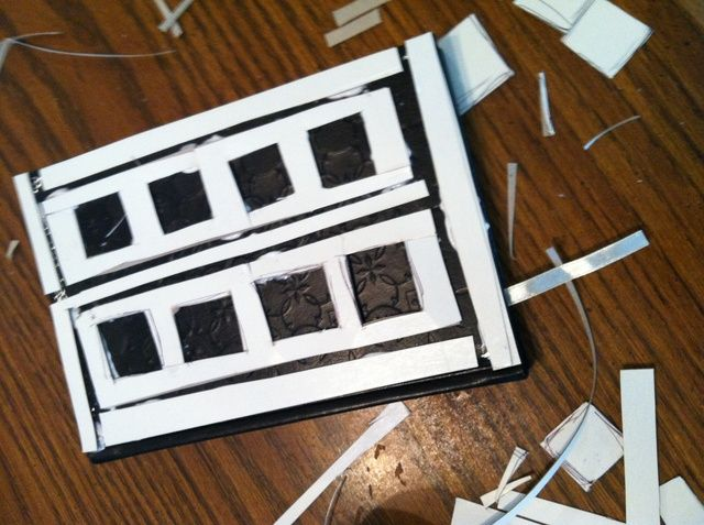 El uso de un templete en línea (o el uso de las imágenes que tengo) cortó su papel de tarjetas en las formas de la revista