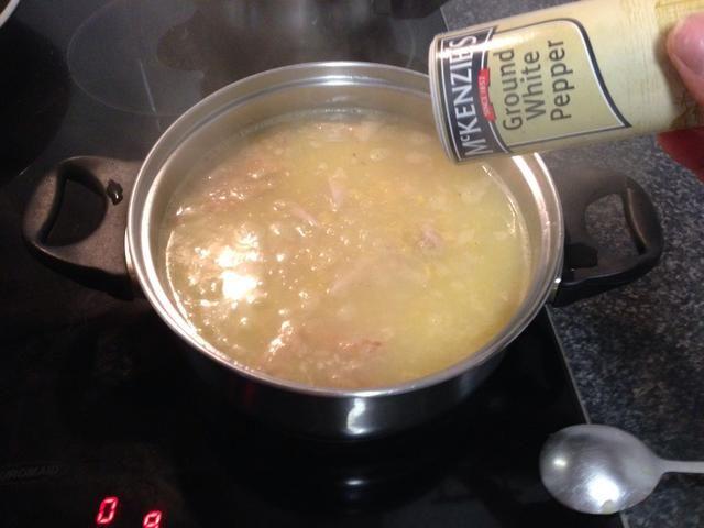 Añadir pimienta blanca al gusto.