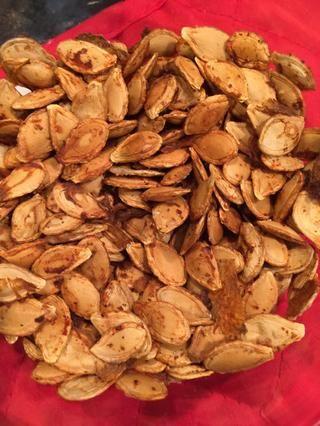 Deje enfriar durante 3-5 minutos. Estos son una buena opción de snack! Y usted puede casi temporada que se mire como se desea.