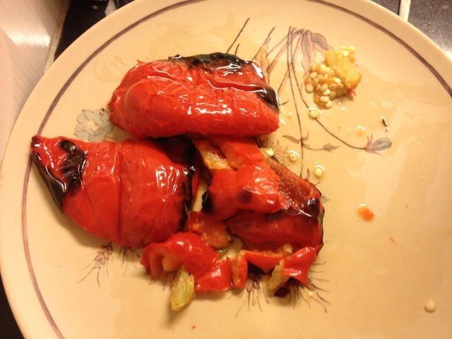 Asado de un Pimiento rojo en aceite de oliva. Así lo hice en mi horno de gas.