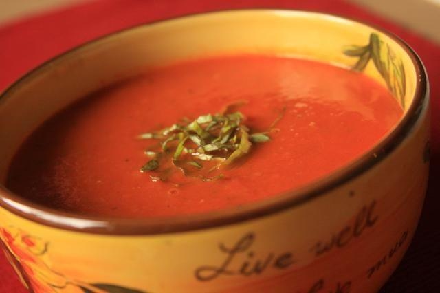 Disfrute de caliente o frío. Adorne con albahaca fresca. Sour Cream es una gran guarnición también!