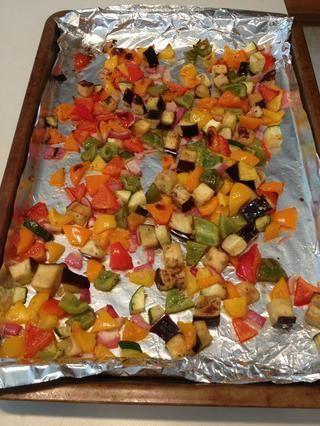 Retire las verduras del horno cuando estén doradas.