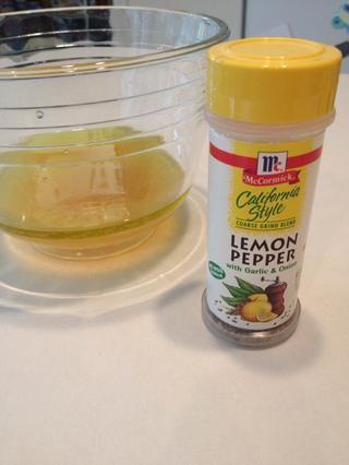 Agregar la pimienta de limón.