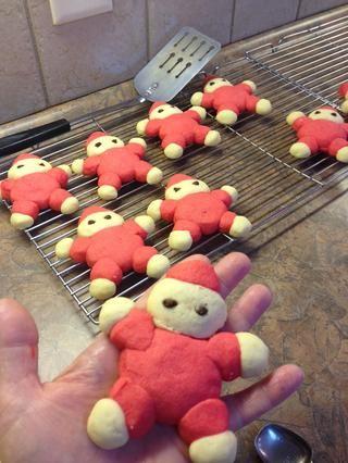 Retire con cuidado para acumular con una espátula fina. Lotes hace aproximadamente 12 galletas.