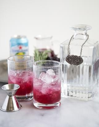Añadir 1 1/2 oz de vodka. Don't like vodka? You can also use gin. Don't like alcohol? Skip this step.