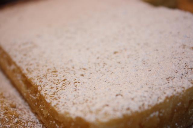 Una vez completamente frío, el polvo con confiteros' sugar if desired.