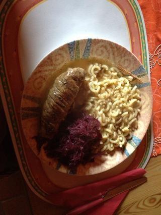 Añade tu lados ... Pasta & col roja en esta foto ...