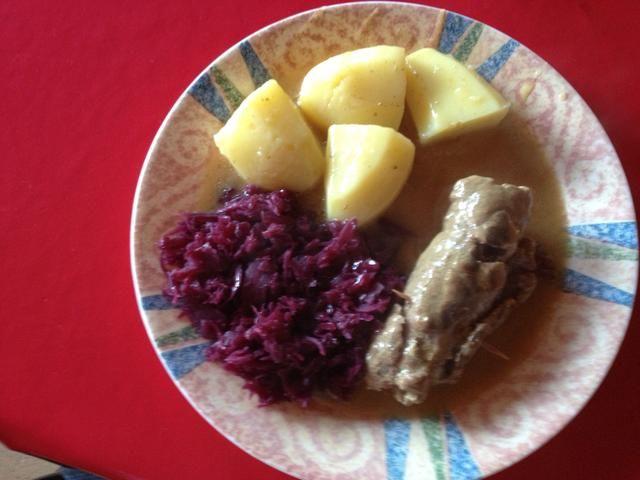 Patatas hervidas y la col roja con éste :)