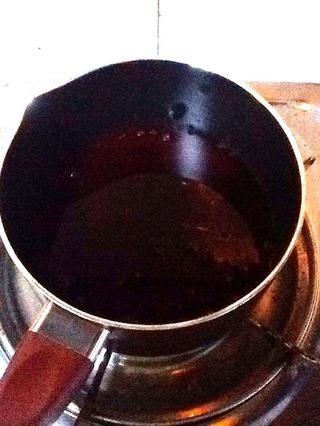 DÍA 3: Vierta el jugo en la olla. Sólo el jugo, no hay bayas todavía.