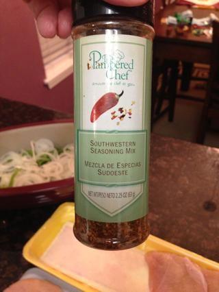 Tiempo para el condimento! Me gusta usar sudoeste mezcla de condimentos de The Pampered Chef. Si no't have, use store bought Fajita seasoning.