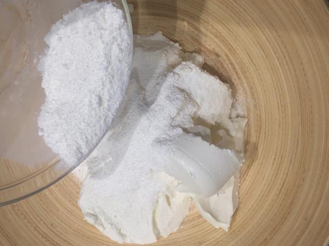 Añadir el queso ricotta, mascarpone
