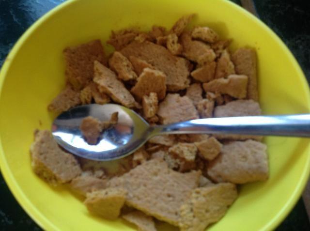 Triturar las galletas graham