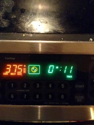 Ajuste el temporizador durante 10-12 minutos y ver hasta que estén doradas.