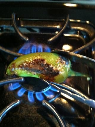A veces's hard to char the jalapeño on all sides since they can be oddly shaped. You can char them more evenly by placing them on a gas burner. Use a pair of tongs to turn the chili pepper.