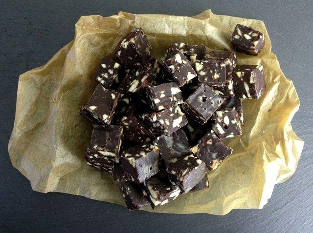 Cómo hacer Salado Almond Fudge de chocolate en cinco minutos Receta