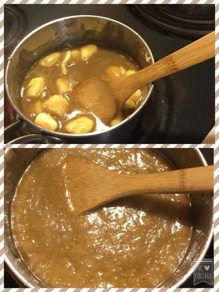 Revuelva el caramelo hasta que empiece a hervir y luego retirar del fuego y añadir 2 cucharaditas de vainilla
