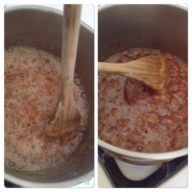 Mantener la agitación! Y tenga cuidado - la burbuja voluntad caramelo rápidamente cuando se añade la mantequilla. Mantener la agitación! Para unos 2-3 minutos.