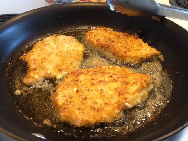Gire una vez y cocine el otro lado durante 4-5 minutos.