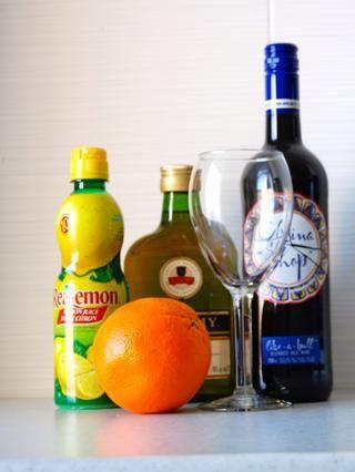 Recopilar todos sus artículos de ingredientes ... El agua carbonatada siendo opcional :)