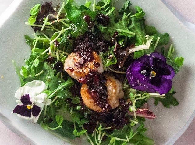 Cómo hacer de vieiras Ensalada Con Blueberry vinagreta Receta