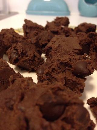 Tapar y guardar en el refrigerador hasta servir! (Se puede dejar en la nevera durante un máximo de 1 semana). Nadie va a siquiera sabe que hay frijoles negros en estas trufas! :)