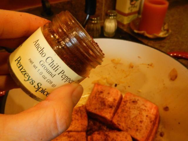 2 pizcas de pimienta de chile Ancho